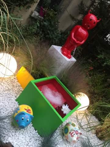 Le Petit Diable Rouge du jardin de la Guesthouse La Villae de Mazamet